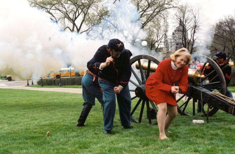 Secretary_firing_cannon