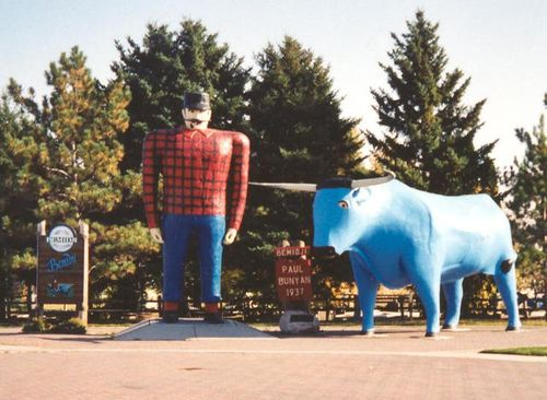 Paul_Bunyan_and_Babe_statues_Bemidji_Minnesota_crop
