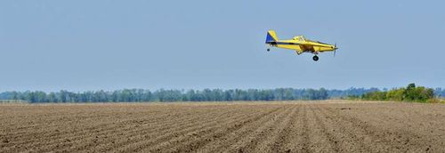 Crop-duster-spray-pesticides2