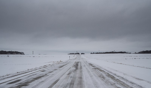 800px-Snow-Covered_Road_and_Farms_in_Rural_Minnesota_(40648705122)